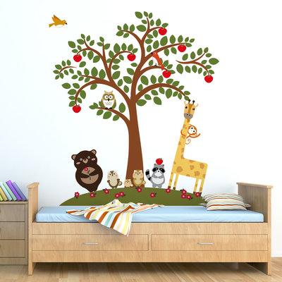 Muursticker dieren bij een appelboom
